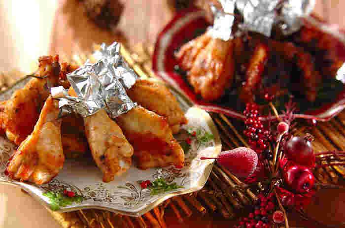 ここでもう少しお肉が食べたくなりませんか。オーブンで焼いたジューシーなローストチキンをどうぞ。マリネ液に漬け込めば、当日は焼くだけのお手軽レシピです。