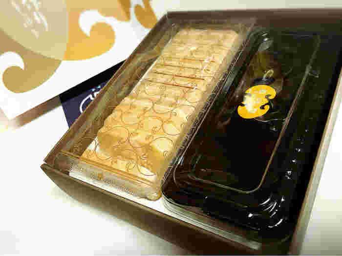 「福砂屋」の手づくり最中は、上品な甘さの餡とパリパリの種が別のパッケージに入った、その名の通り自分で作って食べるタイプです。