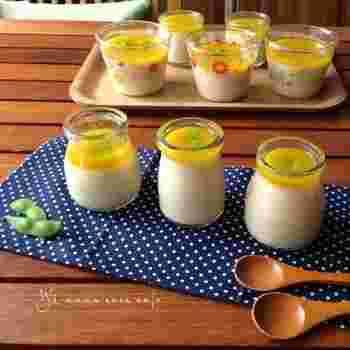 一見マンゴープリンのような可愛い見た目ですが、こちらも茶碗蒸し。綺麗な黄色のかぼちゃあんは、潰したカボチャと鶏がらスープ、水溶き片栗粉だけで簡単に作れます。パーティーにおすすめのレシピです。