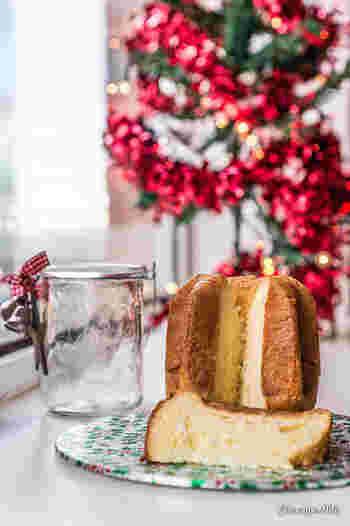 """パンドーロは8芒星(8角形の星型)をした山形のパン菓子になります。 両者とも、イタリアの12月(クリスマスシーズン)には欠かせないお菓子として、親しまれています。パネトーネの発祥はミラノ、パンドーロはヴェローナの各家庭で作られていたお菓子と言われています。卵黄をたっぷり使う生地の色から、""""黄金のパン""""と呼ばれているんだとか… イタリアでは、パネトーネ派とパンドーロ派に好みが分かれるそうですよ!是非、一度食べ比べしてみてはいかがでしょうか。"""