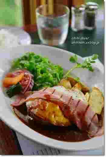 楽しめるお料理はハンバーグやパスタなどの定番洋食など。グリル料理も充実しています。
