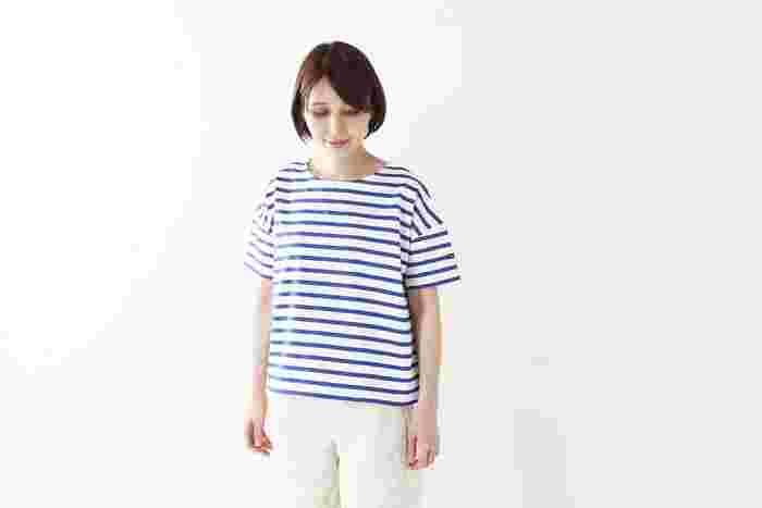 フランスの老舗ブランド「Le minor(ルミノア)」。上質な素材を使ったボーダーカットソーは、年齢・性別問わず世界中で愛されています。コシのあるやや厚手の生地が特徴で、一枚でさらっと着るだけで様になるのがうれしい!