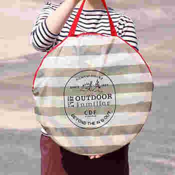 おしゃれな専用の収納バッグにコンパクトに仕舞えます。軽いので、持ち運びも楽ちんです。