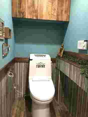 ブルーとストライプの組み合わせがオシャレなトイレ。お客様にも羨ましがられそうな素敵空間ですね。