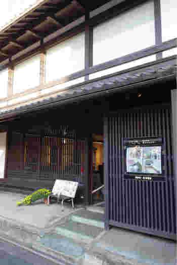 カフェ・花咲みは、かつて民家として使用されていた築100年の京町屋をリノベーションしてカフェとして生まれ変わった場所です。