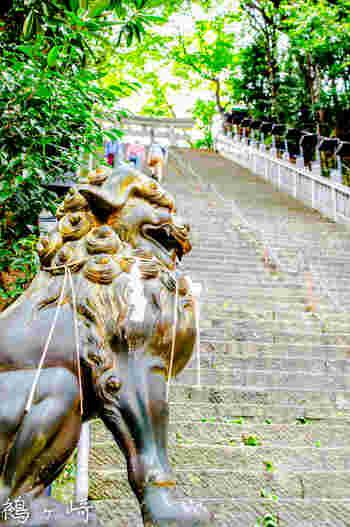 今回ご紹介する中で、唯一の都内のスポットがここ、日比谷線「神谷町駅」より徒歩約5分の場所にある「愛宕神社(あたごじんじゃ)」です。86段と階段数は多くはないけれど、非常に急な階段の「男坂」があることで知られています。