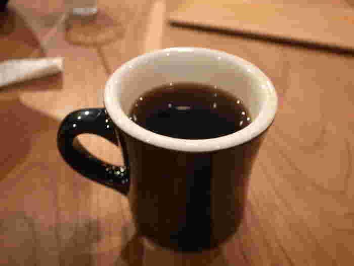 日替わりでその日おすすめのドリップコーヒーをワンコインでいただけます♪ 「pelican coffee」のコーヒーは、スペシャリティーコーヒーの先駆けでもある「27 COFFEE ROASTERS」から全て仕入れています。