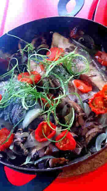 はまちは、お刺身のほか、煮たり焼いたり揚げたり、いろいろな食べ方ができます。また、和風だけでなく、カルパチョやオーブン焼きなど洋風にもアレンジできるので、楽しみ方の多い食材といえそうです。