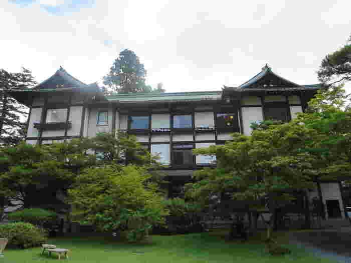 日光観光の名所にもなる「日光金谷ホテル」です。「現存する日本最古のリゾートホテル」とも言われ、長い歴史を持っています。