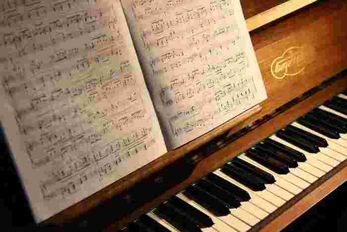 クラシックは学校の教科書で習ったきり…という方も、この機会にぜひ一冊手に取って、その世界に触れてみてはいかがでしょうか?「週末はコンサートに出掛ける」そんな新しい趣味と出合えるかもしれません。