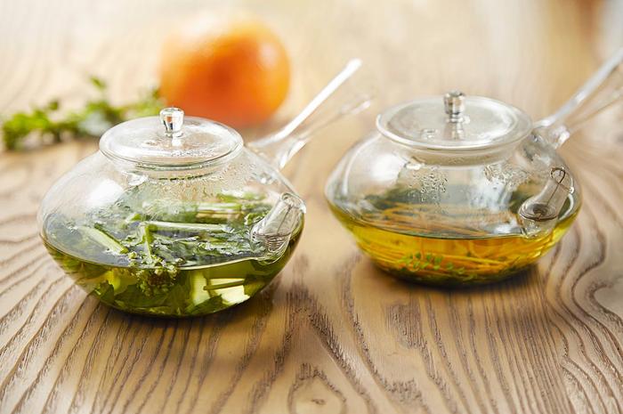 日本茶に旬のハーブや果実を合わせたオリジナルブレンドティーも魅力です。