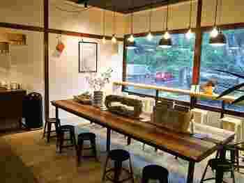 店内には、栃木ならではの伝統工芸品や、大谷石グッズなど、おしゃれな雑貨が販売されています。