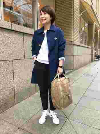 さらりと気軽にはおれるのに、ところどころのディテールに可愛らしいこだわりのある洗練されたダントンのジャケットは、上品な印象です。