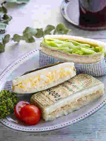 まずは定番のサンドイッチレシピからご紹介。卵、ツナ、ハムチーズレタス、の3種類が同時にできちゃいます。サンドイッチはラップやアルミホイルで包んでから切ると安定して上手に切れますよ。15分ほど置いてから切るのがコツ。
