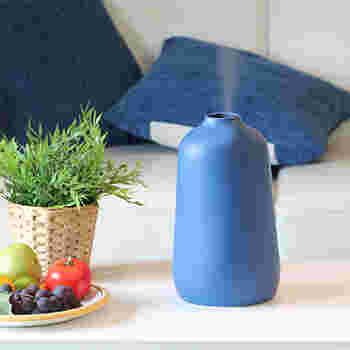 肌に直接蒸気を当てても、肌の保湿にはなりません。お風呂上がりの状態と同じですね。逆に肌に水分を与えたことで蒸発しやすくなり、余計に乾燥を招いてしまうことに…。加湿器は部屋の湿度を上げる家電、として正しく使いましょう。