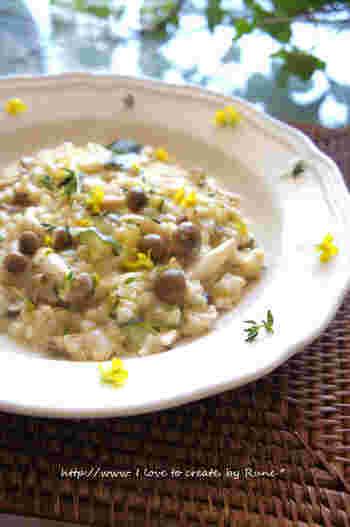 イタリアンの定番、リゾットにもたっぷりのタイムを使って。炊いてある玄米で作るので簡単。時短なのに、タイムが香る本格的な味わいに仕上がります。ヘルシーなのもうれしいですね。