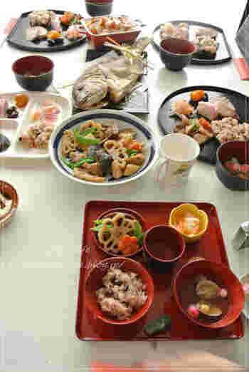 定番の一汁三菜に加えて、おたふく豆やかまぼこなど、縁起のよいレシピがたくさんの贅沢なお食い初め膳。家族みんなが笑顔になる、華やかなお食い初めです。