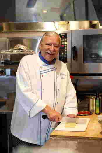 イタリア・フィレンツェ出身のシェフ・ジョバンニさんは、今年で74歳。なんと9歳の時から精肉店で修行をはじめ、イタリアのミシュラン2つ星レストランの料理長に。その後来日し、日本でイタリアンシェフとして活躍。2013年に独立し、『Don Giovanni』をオープンさせました。