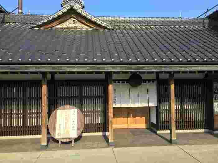 茨城県那珂市で、日本酒やビール、ワインなどを醸造している「木内酒造」。江戸時代創業の歴史を感じさせる佇まいです。