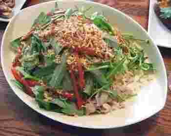 生の空芯菜をたっぷり使ったベトナム風の冷麺。さっぱりした味わいを楽しめます。