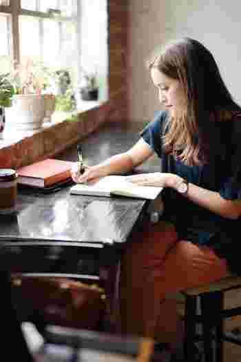 貴方がやりたかった事ができなかった理由はなんでしょうか。時間が足りないのはなぜ?一度それをノートに書き出してみましょう。何か思い通りにいかなかったら、まず原因を自分で理解・把握する…。当たり前のようですが、「時間がない」と焦っていると、どうしてそうなったか原因を考える心の余裕すらない事も多いのです。