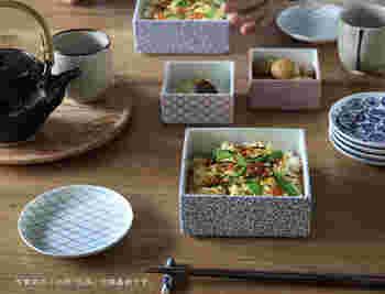 昔ながらの和風な重箱も風情がありますが、最近は磁器製のスタイリッシュな重箱もあるんですよ♪ これなら、おせち料理だけでなく、行楽弁当やおもてなし料理などにも使えますね。