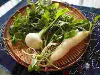 地域によっても異なりますが、関東は七草粥の7日まで。関西では、旧松の内の15日が目安になります。