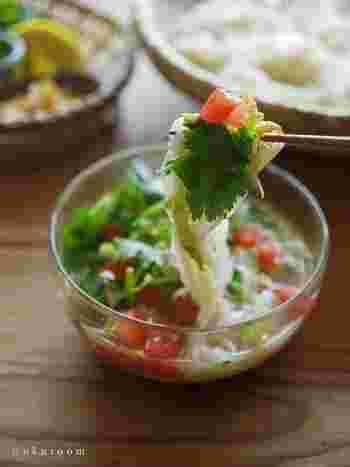 サバ缶を丸ごと使って、たくさんの野菜を入れてさっぱり食べられるタイ風のつけそうめん。