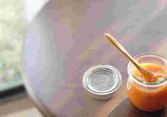 これがパンに合うんです!手作りの柿ジャムをトーストにON!