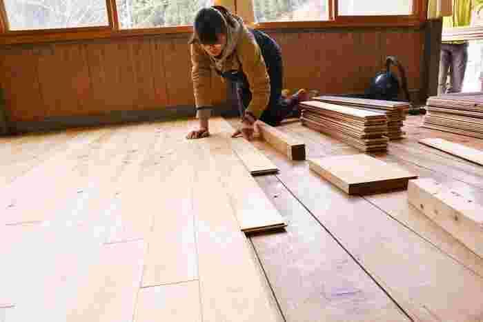 長さ90㎝の板状で、出来上がりは本格フローリング!しかも原状復帰も楽々です。これで素敵な無垢の木の床を手に入れてみませんか?