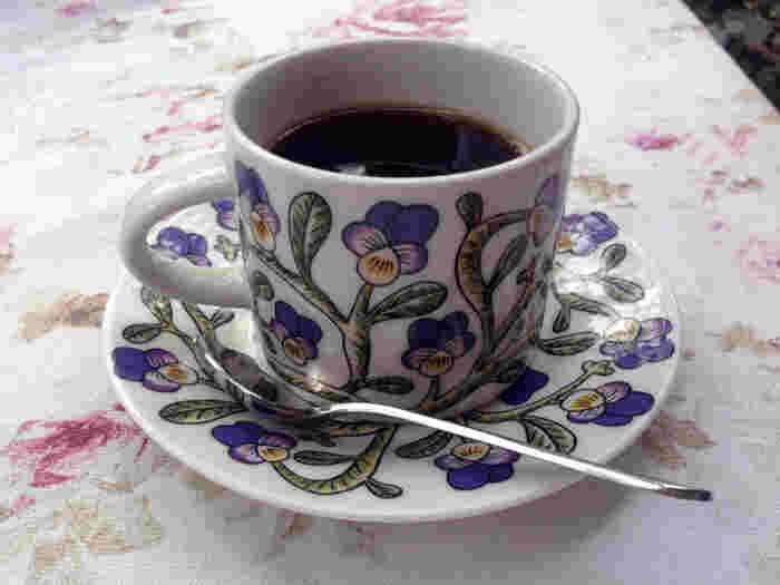 コーヒー専門店の中でも珍しい、自社のコーヒー農園をもっていて、品質の高いコーヒー豆を使用しています。種類も豊富で、どれにしようか迷ってしまうほど。メニューに書かれたコーヒーの紹介文からは、オーナーの熱意が伝わってきます。