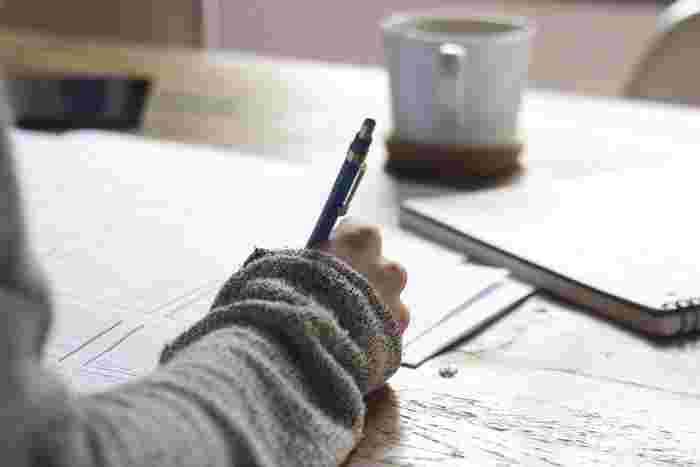 日記をつけていると、語彙力、表現力も自然と身についていくという素晴らしいメリットが!最初は時間がかかりますが、毎日、考えたことを文章にするトレーニングを続けていくと、スラスラと書けるようになります。どう書いていいかわからない時は、好きなブロガーさんや作家さんの文章体を参考にしてみるのがオススメ♪
