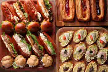 ランチタイムでは、焼き立てパンが食べ放題という嬉しい特典があります。デニッシュ、ミルクパン、バケット、ガーリックトースト、ピザ、クロワッサンなど豊富な種類のパンはどれもメイン料理との相性が抜群です。