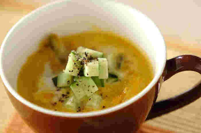 ヨーグルトはスープに入れる方法もありますよ。こちらは、かぼちゃが入っていて、かぼちゃの甘さとヨーグルトのさわやかさがマッチ♪ヨーグルトとスープは、スープが出来上がってから器の中で混ぜ合わせるのがコツです。