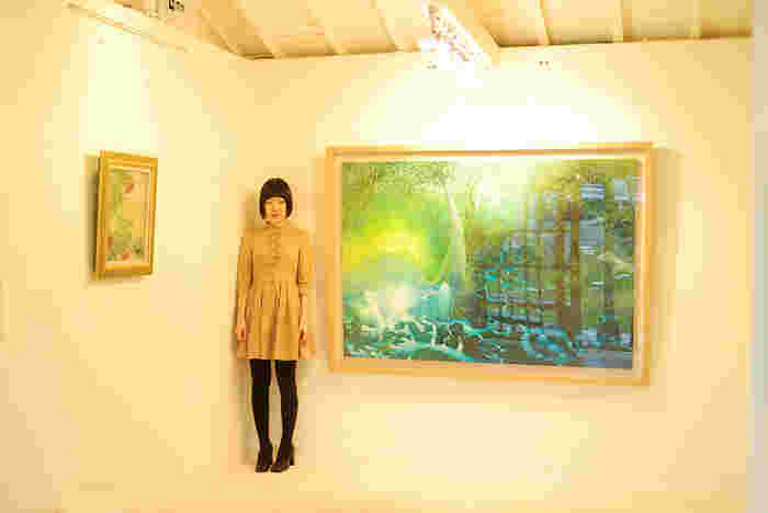 1977年、福井県生まれ。大阪教育大学教養学科芸術専攻美術コース卒業後、2001年より画家として活動を開始。2009年、屋久島へ移住し、屋久島の森をモチーフに自身の想像を組み合わせた絵画を制作しています。