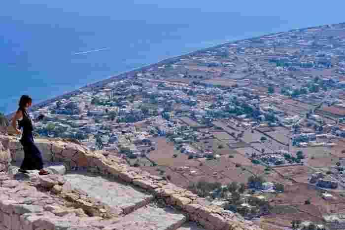 ③ティラ  島を一望できる最高峰の「古代ティラ」。一度は訪れたいですね。