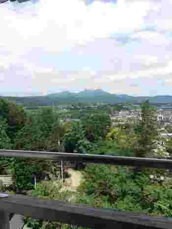 高欄からは白石城下が一望でき、蔵王連峰をはじめ自然の豊かな四季折々の景色を堪能することができます。当時に想いを馳せてみてはいかがでしょうか?