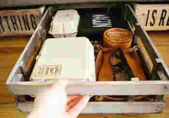 ソファの下の収納としても使えてしまいます。 急な来客の際にかなり便利ですよね。  散らばりやすい小物問題も、一気に解消できそうです。