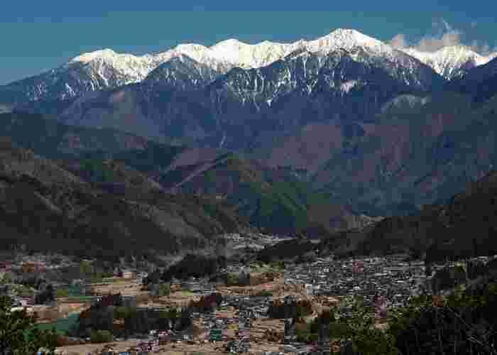 岐阜県中津川市と県境を有する南木曽町は、南アルプスの山岳に抱かれた人口約4,200人程度の町です