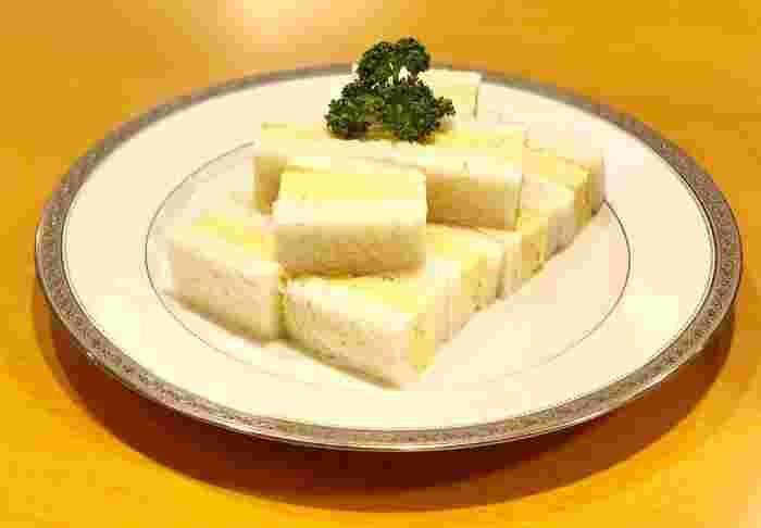 こちらのお店でぜひ味わっていただきたいのが「玉子サンド」。関西風の出汁巻き玉子に、マスタードの風味がするマヨネーズソースがベストマッチ。玉子サンドの概念が変わりそう!