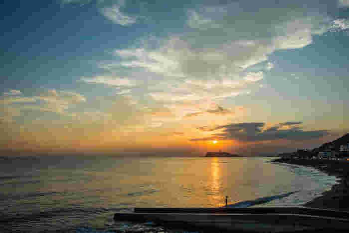 稲村ジェーン、稲村クラッシックなど、海や鎌倉が舞台になる映画やイベントなどに使われる地名がこの「稲村」だったりします。稲村ケ崎はとても景色が綺麗!そして、稲村ケ崎にある温泉その名も「稲村ケ崎温泉」からは海も見ることができるんですよ。