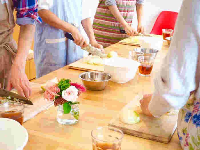 近年のジビエブームから、ジビエの料理教室も増えてきました。  ウェブの検索窓に「ジビエ 料理教室 ○○(地名)」と打ち込んで検索してみて下さい。また、全国各地でイベントも開催されています。プロの技術を教わるチャンスでもあり一見の価値ありですよ。