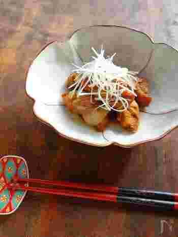 こちらは車麩に豚肉を巻いて出汁・醤油・みりんで煮込み、角煮風に仕上げた絶品おかず。ヘルシーなのにボリュームがあって、食べ応え満点の一品です。晩ご飯のおかずにはもちろんのこと、日本酒の肴にも◎。