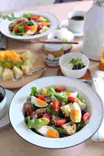 ベースとなるサラダを覚えたら、あとは自分のアイデア次第でどんどん広げていけるのもサラダレシピのいいところです。たっぷりサラダを食べて、元気をチャージしてみましょう!