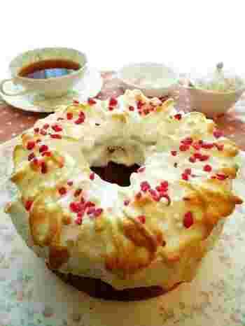 シフォンケーキに梅干し!?ちょっと意外な組み合わせですが、シフォンケーキの甘さと梅干しのすっぱさがとってもバランスがいいんです。