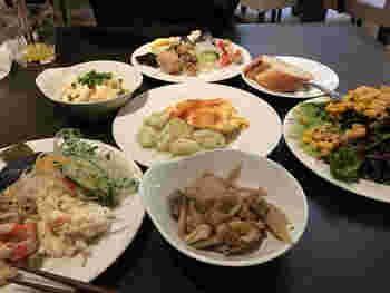 「客座」のメニューには、三浦半島の契約農家が育てた野菜がたっぷり使われて。  ビュッフェの一例です。