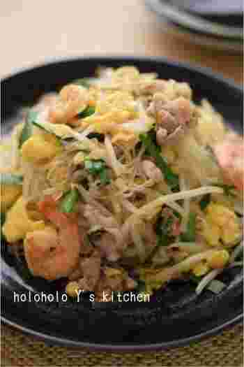 タイ料理の定番メニュー、あのパッタイを素麺で。炒めた具材と混ぜ合わせるだけで、甘さと辛みと酸味の絶妙な美味しさを味わえます。「GABANカイエンペパー」は粉末状の赤唐辛子なので、お好みで調節しても。具材をたくさん入れて栄養価も食べごたえも満点です♪