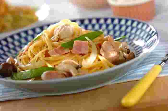 こちらは、パスタも具材も一つの鍋で作れる超時短レシピ♪お昼ご飯にはもちろん、疲れた日の夜ご飯にも良いかもしれません。