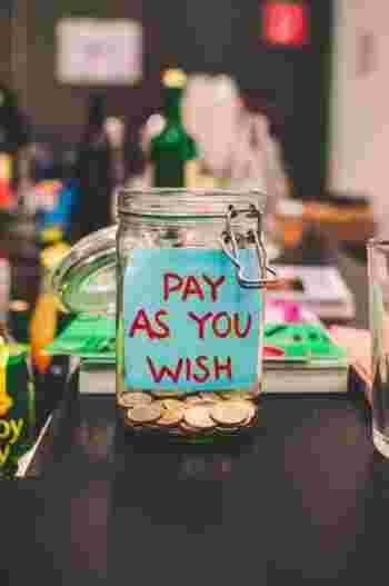 お金があなたからの「エール」として届き、社会を変える大きな力へ繋がります。その積み重ねが、やがて自分自身の未来や大事なものをよりよくする―― そう思うと、地域の良さを守るためにお金を使うことって、ワクワクしますよね。  どちらも「返礼品」や「リターン」が用意されている場合が多く、それに惹かれて…というのが大きなモチベーションかもしれませんが、得られる充実感は、きっとそれ以上。素敵なプレゼントをあなたの未来にもたらしてくれるかもしれません。