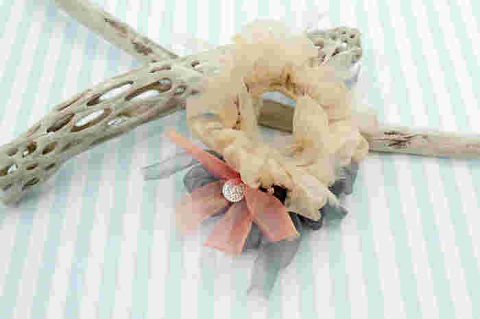 まるでお花が咲いたような咲き編みでシュシュを作って見ませんか?春のおでかけにぴったり!